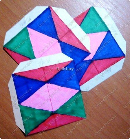 Флексагоны - это многоугольники, сложенные из полосок бумаги прямоугольной или более сложной, изогнутой формы, которые обладают удивительным свойством: при перегибании флексагонов их наружные поверхности скрываются внутри, а ранее скрытые поверхности выходят наружу. фото 5