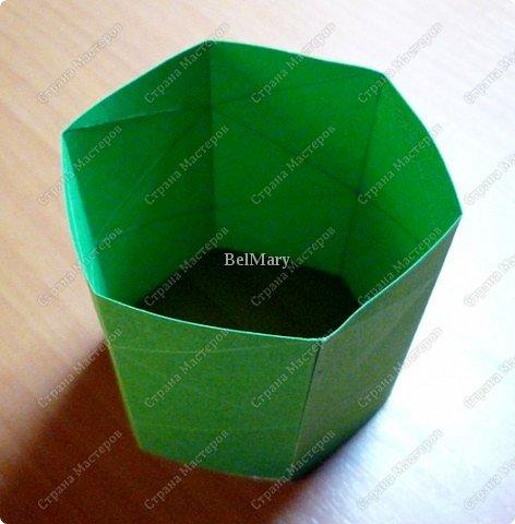 Флексагоны - это многоугольники, сложенные из полосок бумаги прямоугольной или более сложной, изогнутой формы, которые обладают удивительным свойством: при перегибании флексагонов их наружные поверхности скрываются внутри, а ранее скрытые поверхности выходят наружу. фото 8