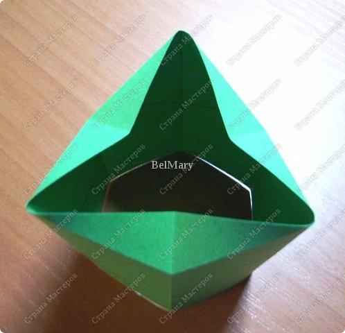 Флексагоны - это многоугольники, сложенные из полосок бумаги прямоугольной или более сложной, изогнутой формы, которые обладают удивительным свойством: при перегибании флексагонов их наружные поверхности скрываются внутри, а ранее скрытые поверхности выходят наружу. фото 9