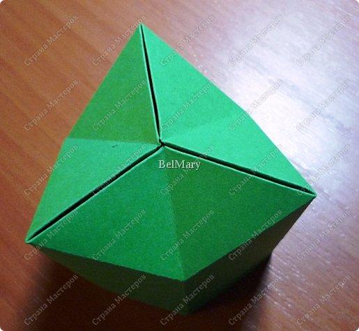 Флексагоны - это многоугольники, сложенные из полосок бумаги прямоугольной или более сложной, изогнутой формы, которые обладают удивительным свойством: при перегибании флексагонов их наружные поверхности скрываются внутри, а ранее скрытые поверхности выходят наружу. фото 10