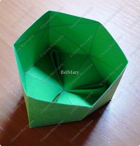 Флексагоны - это многоугольники, сложенные из полосок бумаги прямоугольной или более сложной, изогнутой формы, которые обладают удивительным свойством: при перегибании флексагонов их наружные поверхности скрываются внутри, а ранее скрытые поверхности выходят наружу. фото 11