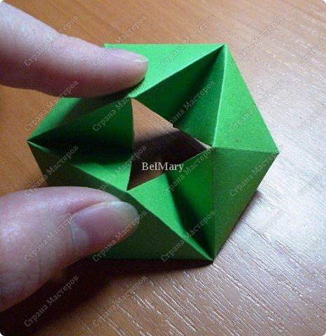 Флексагоны - это многоугольники, сложенные из полосок бумаги прямоугольной или более сложной, изогнутой формы, которые обладают удивительным свойством: при перегибании флексагонов их наружные поверхности скрываются внутри, а ранее скрытые поверхности выходят наружу. фото 14