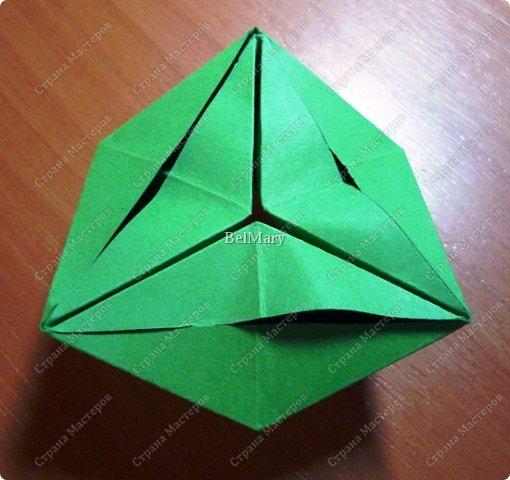 Флексагоны - это многоугольники, сложенные из полосок бумаги прямоугольной или более сложной, изогнутой формы, которые обладают удивительным свойством: при перегибании флексагонов их наружные поверхности скрываются внутри, а ранее скрытые поверхности выходят наружу. фото 15