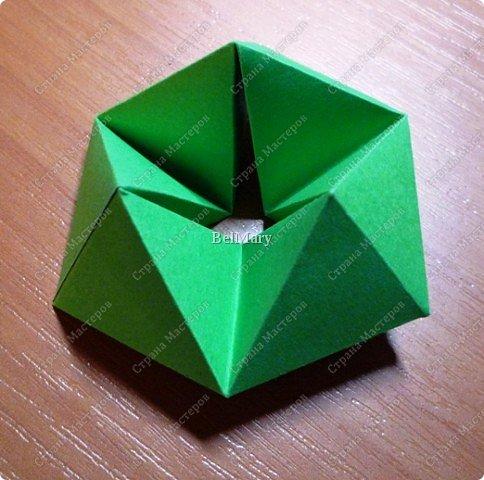 Флексагоны - это многоугольники, сложенные из полосок бумаги прямоугольной или более сложной, изогнутой формы, которые обладают удивительным свойством: при перегибании флексагонов их наружные поверхности скрываются внутри, а ранее скрытые поверхности выходят наружу. фото 16