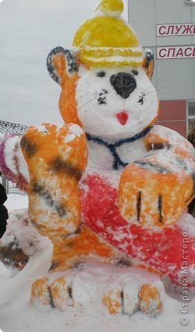 Вот такие фигуры из снега и льда делают умельцы-мастера в нашем городе Полюбуйтесь и вы. 1.Тигр - символ 2010 года. фото 2