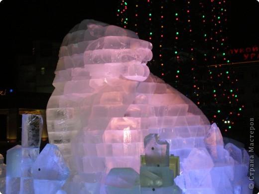 Вот такие фигуры из снега и льда делают умельцы-мастера в нашем городе Полюбуйтесь и вы. 1.Тигр - символ 2010 года. фото 4