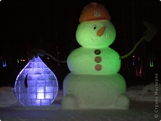 Вот такие фигуры из снега и льда делают умельцы-мастера в нашем городе Полюбуйтесь и вы. 1.Тигр - символ 2010 года. фото 5