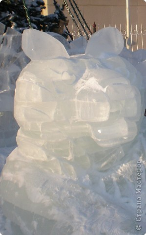 Вот такие фигуры из снега и льда делают умельцы-мастера в нашем городе Полюбуйтесь и вы. 1.Тигр - символ 2010 года. фото 1