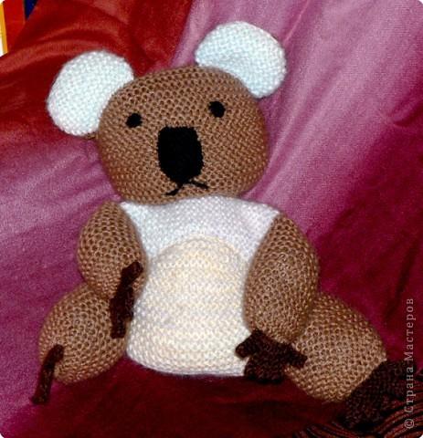 А это вторая вязаная мной игрушка. Коала (по описанию Молли Годдард)  Спальный мишка из Австралии, связанный в подарок моей племяшке. фото 3