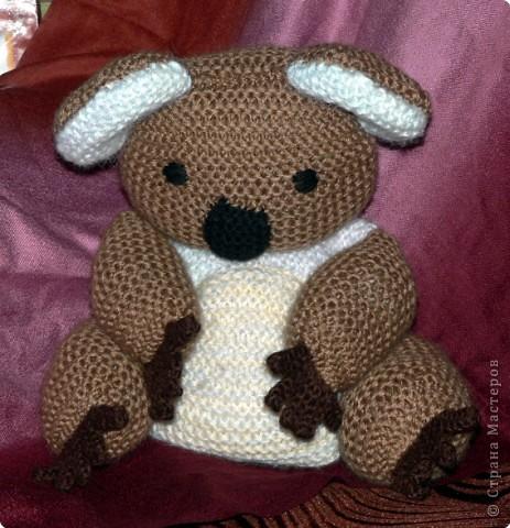 А это вторая вязаная мной игрушка. Коала (по описанию Молли Годдард)  Спальный мишка из Австралии, связанный в подарок моей племяшке. фото 2