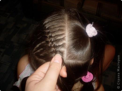 Делим волосы на два пучка... фото 3