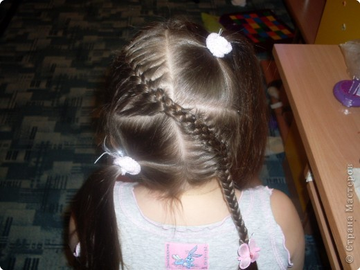 Делим волосы на два пучка... фото 4