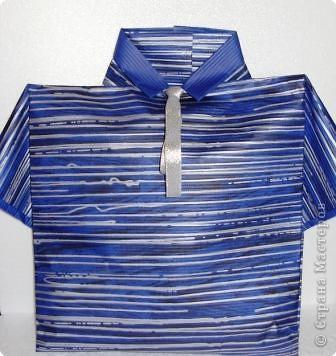 Прочный фирменный пакет для подарков. Логотип закрыт аппликацией из ватных дисков фото 4