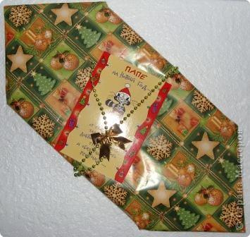 Прочный фирменный пакет для подарков. Логотип закрыт аппликацией из ватных дисков фото 6
