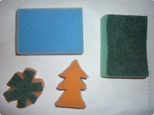 Печать губкой: Печатаем губкой ёлочки и снежинки. фото 1