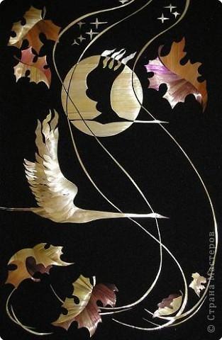 Потянулись птицы на юг,  А я губами осень ловлю. Что ей до тебя, до меня, Осень - как чужая жена...