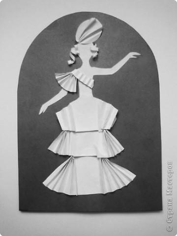 """Идея создания  такого исторического костюма в технике  бумагопластика   принадлежит моей коллеге Гончаровой А.К. Я предлагаю вашему вниманию мои методические разработки  к урокам изобразительного искусства по теме : """"Человек, декор, общество, время."""" фото 17"""