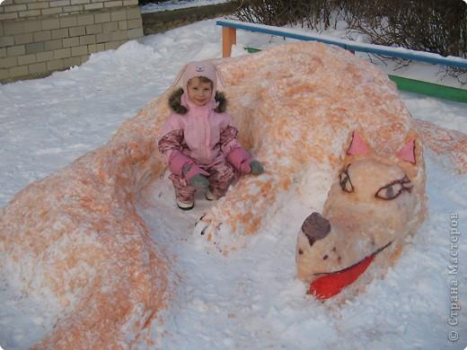 В нашем садике прошел конкурс на лучшую постройку из снега. Наверняка многим родителям это знакомо.. Наши все приступили к работе с большим энтузиазмом и вот результаты. Получилось все так красиво и ярко , что все жители ходили фотографироваться , как на выставку :-)   ваза с фруктами фото 12