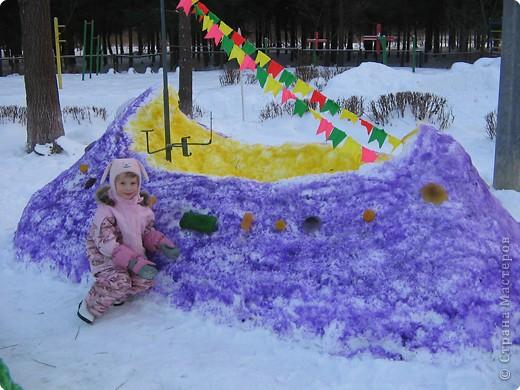 В нашем садике прошел конкурс на лучшую постройку из снега. Наверняка многим родителям это знакомо.. Наши все приступили к работе с большим энтузиазмом и вот результаты. Получилось все так красиво и ярко , что все жители ходили фотографироваться , как на выставку :-)   ваза с фруктами фото 17