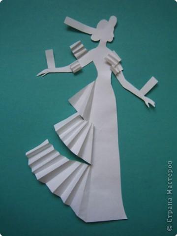 """Идея создания  такого исторического костюма в технике  бумагопластика   принадлежит моей коллеге Гончаровой А.К. Я предлагаю вашему вниманию мои методические разработки  к урокам изобразительного искусства по теме : """"Человек, декор, общество, время."""" фото 15"""