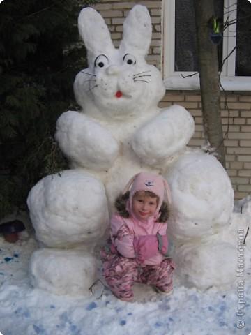 В нашем садике прошел конкурс на лучшую постройку из снега. Наверняка многим родителям это знакомо.. Наши все приступили к работе с большим энтузиазмом и вот результаты. Получилось все так красиво и ярко , что все жители ходили фотографироваться , как на выставку :-)   ваза с фруктами фото 19