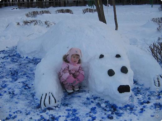 В нашем садике прошел конкурс на лучшую постройку из снега. Наверняка многим родителям это знакомо.. Наши все приступили к работе с большим энтузиазмом и вот результаты. Получилось все так красиво и ярко , что все жители ходили фотографироваться , как на выставку :-)   ваза с фруктами фото 10