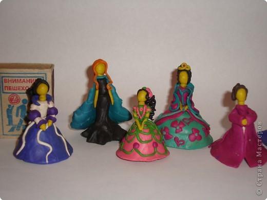 Мои дочки, Катя 12 лет и Даша 10 лет,  по мотивам сказок и мультфильмов налепили таких вот малюсеньких кукляшек фото 1
