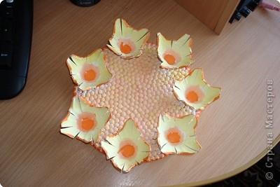 Вот такую тарелочку-подставочку я сделала из лотков для яиц. Идея взята у Голубки (большое ей спасибо) и немного переделана https://stranamasterov.ru/node/10680?u= фото 1
