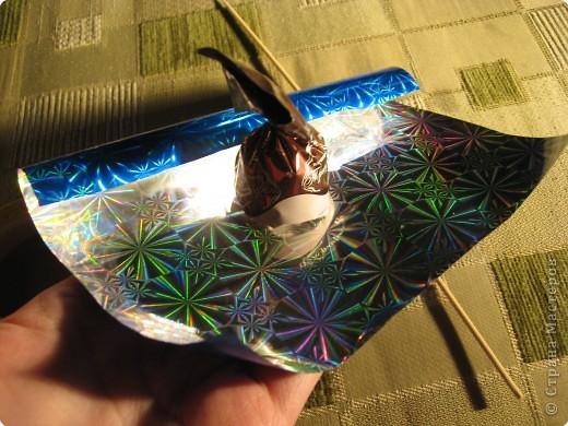 Я хочу рассказать вам как делать некоторые цветы из конфет. фото 14
