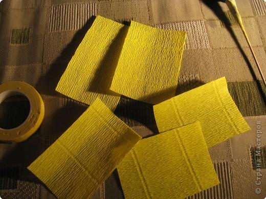 Я хочу рассказать вам как делать некоторые цветы из конфет. фото 17