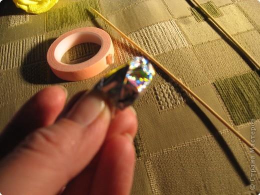 Я хочу рассказать вам как делать некоторые цветы из конфет. фото 9