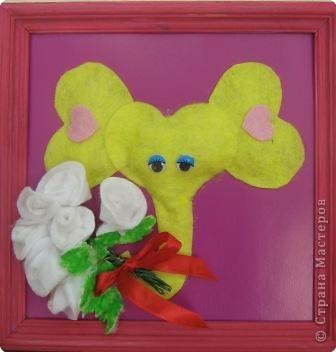 Вот такой слоненок с букетом по МК Т.Просняковой.Дети выполняли розы с большим удовольствием.