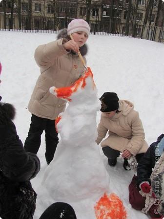 Наконец-то мой любимый липкий снег! Дети решили, что будем лепить лисичку... фото 2