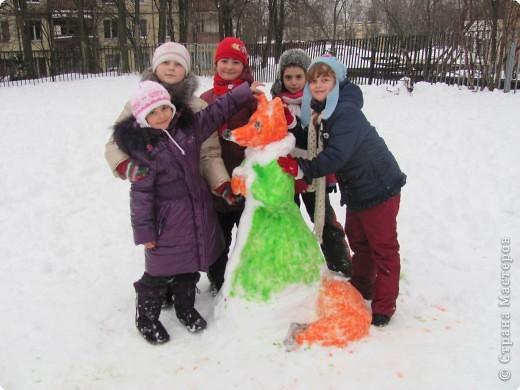 Наконец-то мой любимый липкий снег! Дети решили, что будем лепить лисичку... фото 3