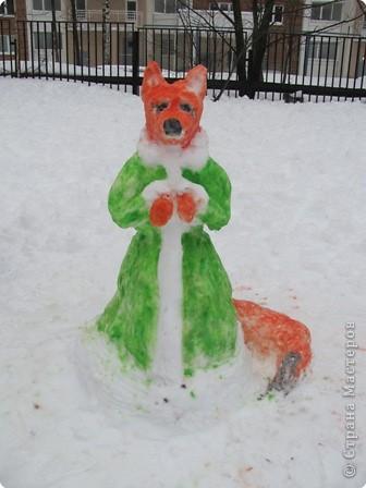 Наконец-то мой любимый липкий снег! Дети решили, что будем лепить лисичку... фото 1
