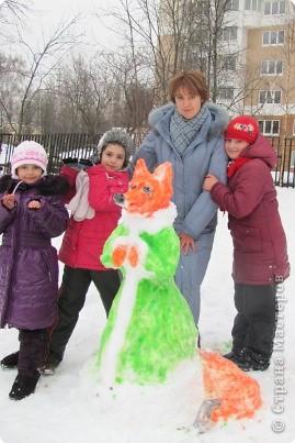 Наконец-то мой любимый липкий снег! Дети решили, что будем лепить лисичку... фото 4