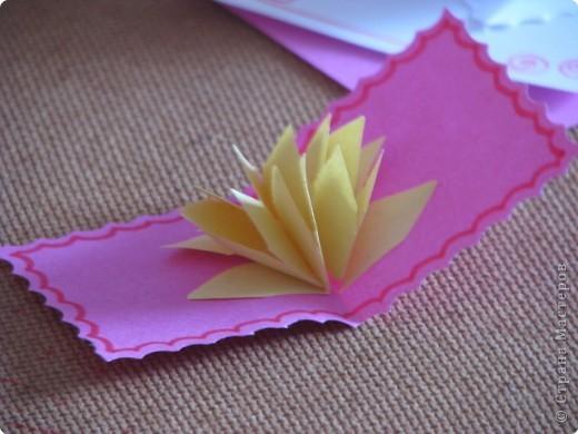 Как сделать открытку с объёмным цветком, даже с самым маленьким фото 3