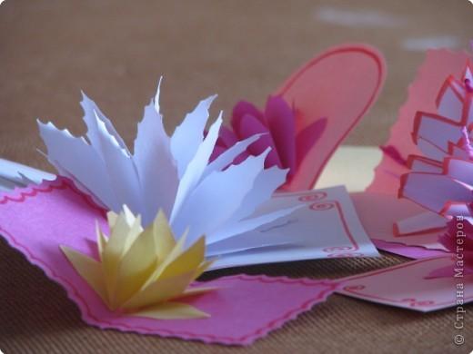 Как сделать открытку с объёмным цветком, даже с самым маленьким фото 1