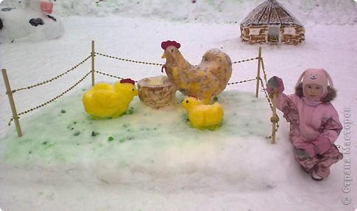 В нашем садике прошел конкурс на лучшую постройку из снега. Наверняка многим родителям это знакомо.. Наши все приступили к работе с большим энтузиазмом и вот результаты. Получилось все так красиво и ярко , что все жители ходили фотографироваться , как на выставку :-)   ваза с фруктами фото 21