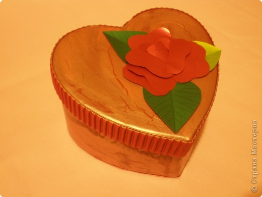 Вот такую коробочку захотелось сделать ко дню влюблённых. Расскажу как делала. Возможно кому-то, что-то, да и понадобится. фото 1