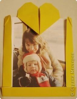 В воскресенье делала с шестилетками такие открыточки к празднику мамам. Но, когда пришли родители за своими детками, то ребятишки тут же подарили им открытки! Будем мастерить что-то другое, интересненькое. фото 1