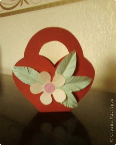 Корзиночка для любимого человека. В нее можно положить конфеты или просто открытку с пожеланием. фото 1