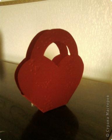 Корзиночка для любимого человека. В нее можно положить конфеты или просто открытку с пожеланием. фото 3