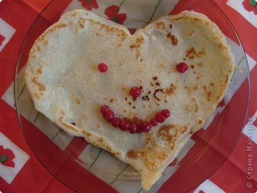 Сколько событий сегодня!!!! И Масленица и Валентинов день. Как все совместить? Вот мы и совместили, поздравили папу, напекли на завтрак блинчики, да не обычные... фото 1