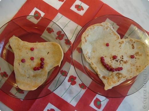 Сколько событий сегодня!!!! И Масленица и Валентинов день. Как все совместить? Вот мы и совместили, поздравили папу, напекли на завтрак блинчики, да не обычные... фото 14