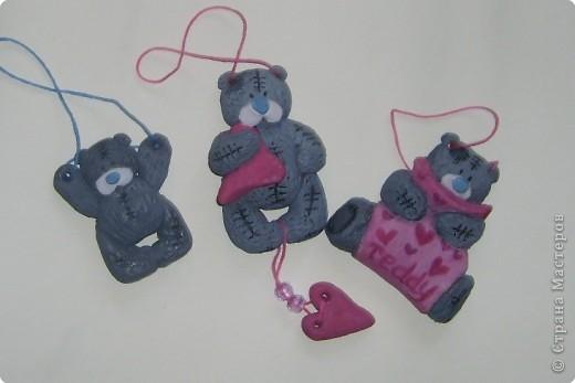 Медведи в стаи не сбиваются, но они могут собраться в веселую компанию. Мои мишки так и рвутся к своим сородичам с розочками, зайками,сердечками...Принимайте!