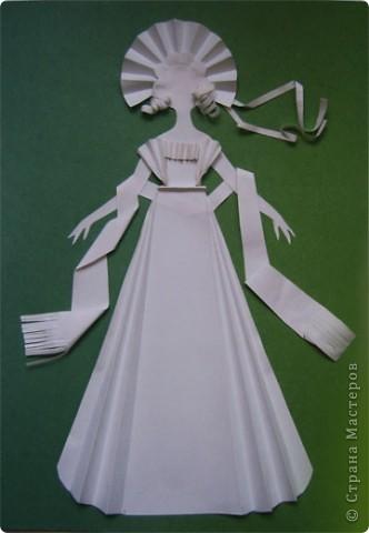 """Идея создания  такого исторического костюма в технике  бумагопластика   принадлежит моей коллеге Гончаровой А.К. Я предлагаю вашему вниманию мои методические разработки  к урокам изобразительного искусства по теме : """"Человек, декор, общество, время."""" фото 11"""
