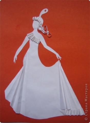 """Идея создания  такого исторического костюма в технике  бумагопластика   принадлежит моей коллеге Гончаровой А.К. Я предлагаю вашему вниманию мои методические разработки  к урокам изобразительного искусства по теме : """"Человек, декор, общество, время."""" фото 1"""