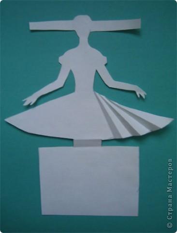 """Идея создания  такого исторического костюма в технике  бумагопластика   принадлежит моей коллеге Гончаровой А.К. Я предлагаю вашему вниманию мои методические разработки  к урокам изобразительного искусства по теме : """"Человек, декор, общество, время."""" фото 3"""