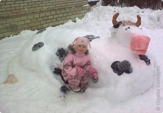 В нашем садике прошел конкурс на лучшую постройку из снега. Наверняка многим родителям это знакомо.. Наши все приступили к работе с большим энтузиазмом и вот результаты. Получилось все так красиво и ярко , что все жители ходили фотографироваться , как на выставку :-)   ваза с фруктами фото 24